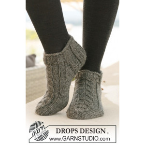 Leaf Ankle Socks by DROPS Design - Knitted Socks Pattern size 35/37 - 41/43