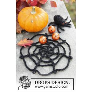 Webster by DROPS Design - Crochet Spider Web for Decoration Halloween Pattern