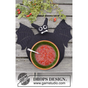 Lunch With Vlad by DROPS Design - Crochet Bat Table Coaster Pattern 26 cm