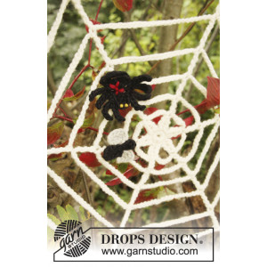 Black Widow by DROPS Design - Crochet Cobweb with Spider and Fly Halloween Pattern