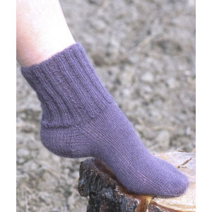 Cosy Rib Ankle Socks by DROPS Design - Knitted Socks with English Rib Pattern size 35 - 44