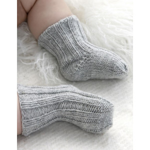 Baby Booties by DROPS Design - Knitted Baby Booties Pattern Size 1 months - 4 years