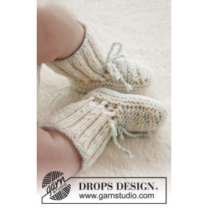 First Impression Booties by DROPS Design - Knitted Baby Booties Size premature - 3/4 years