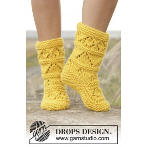 Lemon Twist by DROPS Design - Knitted Booties Pattern size 35/37 - 40/42