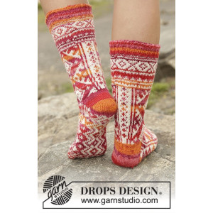 Mexican Sunset by DROPS Design - Knitted Socks Pattern size 35/37 - 41/43