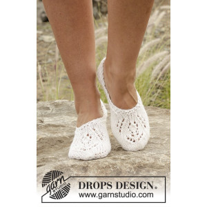 Snow Fairy by DROPS Design - Knitted Slippers with Lace Pattern size 35/37 - 41/43