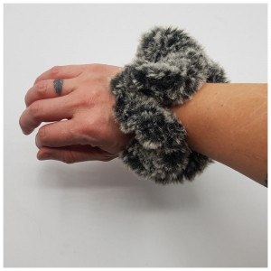 Ida's Scrunchie Crocus by Rito Krea - Scrunchie Crochet pattern