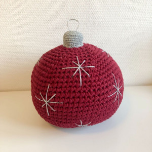 Christmas Ball Door Stop by Rito Krea - Crochet pattern 21cm