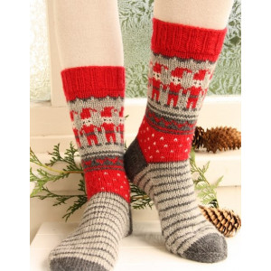 Dancing Elves by DROPS Design - Knitted Christmas Socks with Elves Pattern size 32 - 43