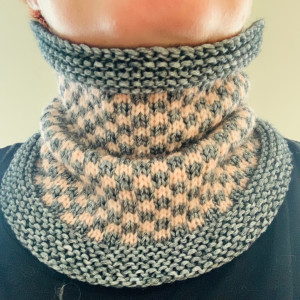 Squares Cowl by Rito Krea - Cowl Knitting Pattern Sizes S/M-L