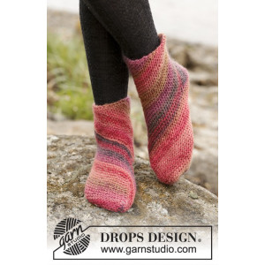 Red Sand by DROPS Design - Knitted Socks in Garter Stitch Pattern size 35/37 - 41/43