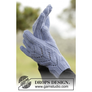 Parisien by DROPS Design - Knitted Gloves with Lace Cables Pattern size One size