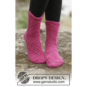Isolde by DROPS Design - Knitted Socks with Cables and Rib Pattern size 35/37 - 41/43