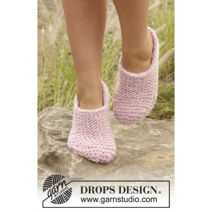 Way of Roses by DROPS Design - Knitted Slippers Pattern size 35/37 - 40/42