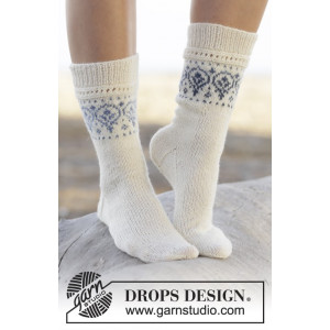 Nordic Summer Socks by DROPS Design - Knitted Socks with Pattern border size 35/37 - 41/43