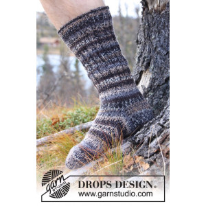 Dusk by DROPS Design - Knitted Socks in rib and stocking Pattern size 38 - 46