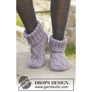 Celtic Dancer by DROPS Design - Knitted Slippers with Cables Pattern size 35/37 - 41/43