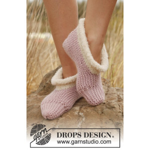 Julia by DROPS Design - Knitted Slippers Pattern size 35/37 - 42/44