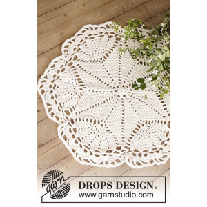 Sparkle & Shine by DROPS Design - Crochet Doily and Christmas Tree Carpet Pattern 52 cm and 92 cm