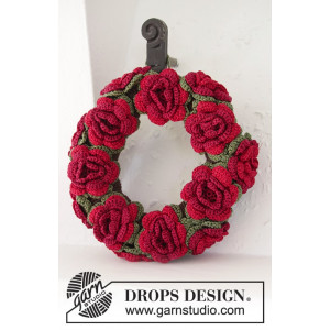 Christmas in Bloom by DROPS Design - Crochet Christmas Wreath with flowers Pattern 22 cm