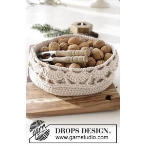Treat Yourself by DROPS Design - Crochet Basket with Fan Pattern 20x10 cm