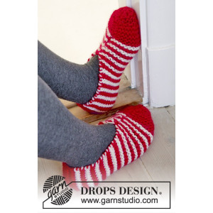 Candy Steps by DROPS Design - Knitted Christmas Slippers with Stripes Pattern size 29/31 - 44/46