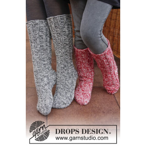 Waiting for Santa by DROPS Design - Knitted Christmas Socks with Rib Pattern size 29 - 46