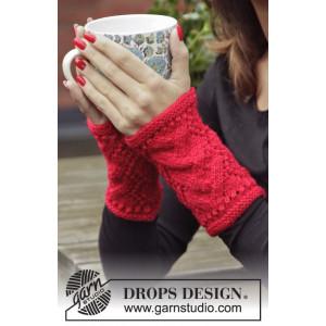 Christmas Break by DROPS Design - Knitted Wrist Warmers Pattern size S/M - L