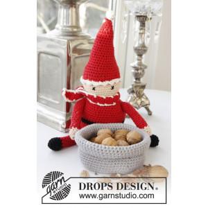 A Christmas Carol by DROPS Design - Crochet Santa Pattern