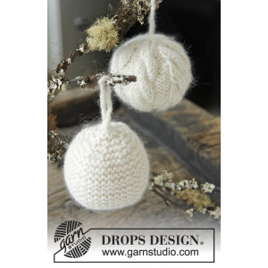 Let it Snow by DROPS Design - Knitted Christmas Ball with Cables Pattern 8 cm