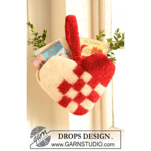 Christmas Decoration Heart by DROPS Design - Felted Christmas Decoration Heart Pattern 20x26 cm