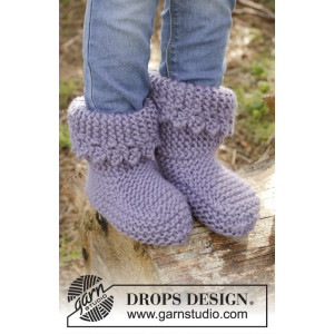 Plum Crumble by DROPS Design - Knitted Children Slippers in Garter Stitch Pattern size 20 - 34