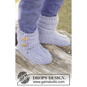 Blueberry Rolls by DROPS Design - Knitted Children Slippers in Garter Stitch Pattern size 20/21 - 35/37