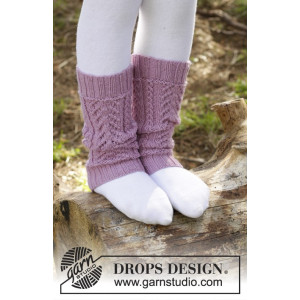 Raspberry Cream by DROPS Design - Knitted Leg Warmers with Lace Pattern 24 cm
