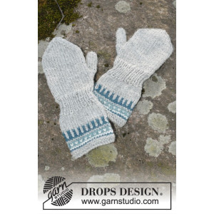 Wild Blueberrie Mittens by DROPS Design - Knitted Mittens with Multi-coloured Pattern size 12/18 months - 5/6 years