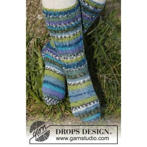 Blueberry fields by DROPS Design - Knitted Children Socks Pattern size 15/17 - 35/37